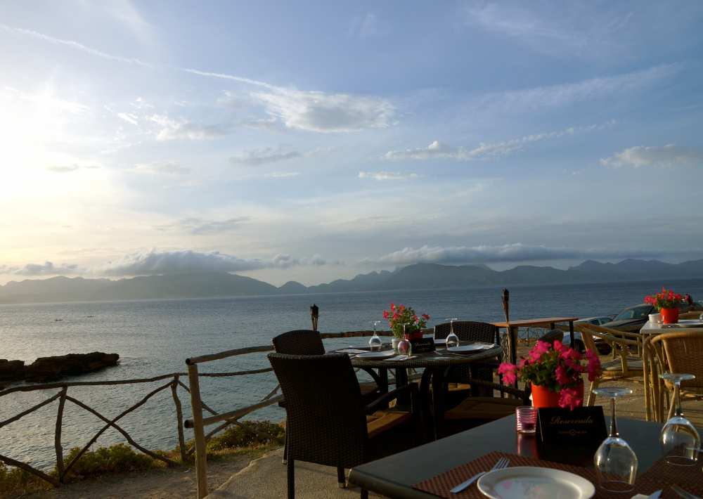 Sunset-Savvy-Spice-travel-style-blog-Dale-Janee