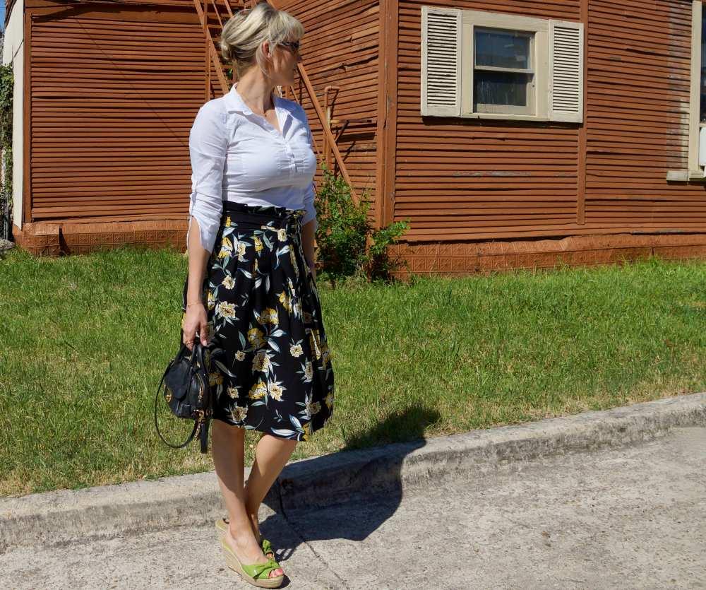 Savvy Spice fashion blog Mom Jeans style skirt